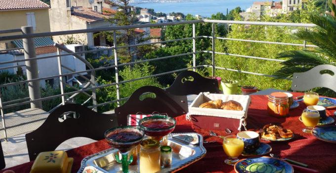 petit-dejeuner-chambre d'hôte marseille